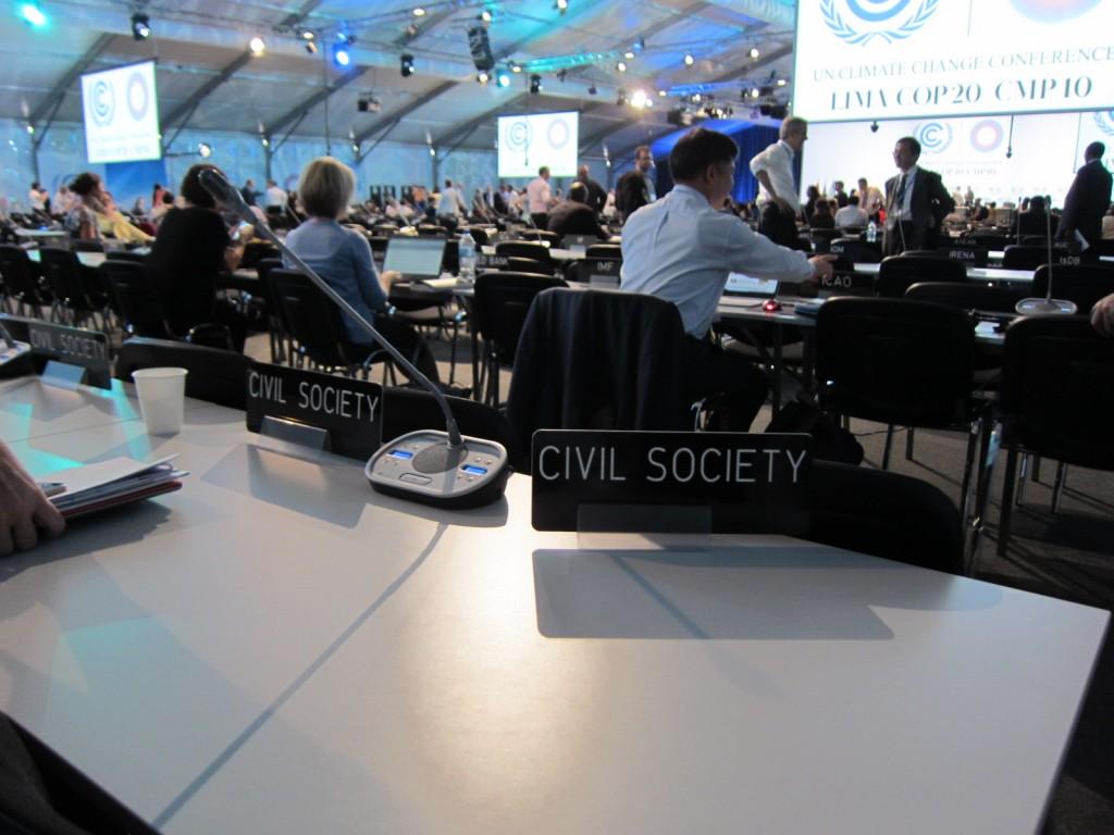 会議室内、Civil Scietyの席