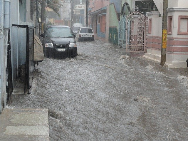 コロナ禍と気候災害が重なるとき、何が起きるか